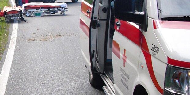 Biker nach Crash mit Lkw schwer verletzt