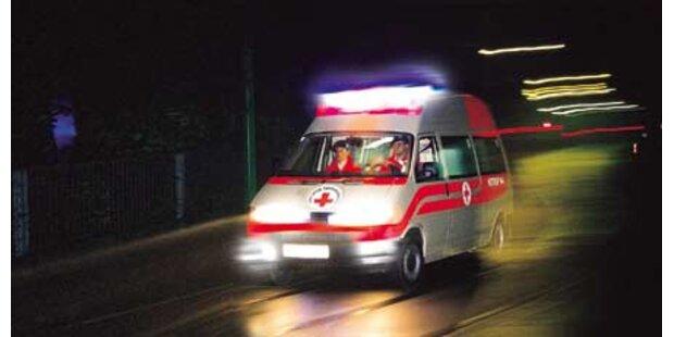 Feuerwehr musste Auto aus Kanal bergen