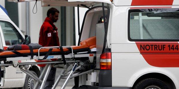Schwerverletzter bei Pkw-Überschlag auf A21 in NÖ