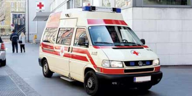 Mann fiel in Wien von Baustellen-Gerüst