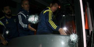 Festnahmen nach Attacke auf Spielerbus