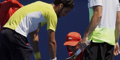 Tennis-Star schaltet Ballkind aus