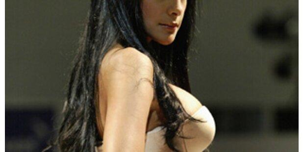 Pralle Hintern und üppige Brüste