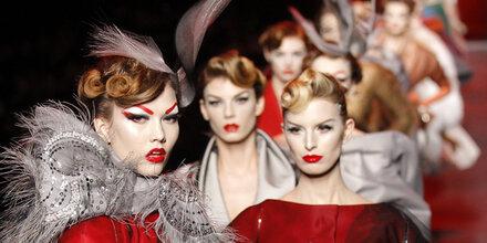 Start der Haute Couture in Paris