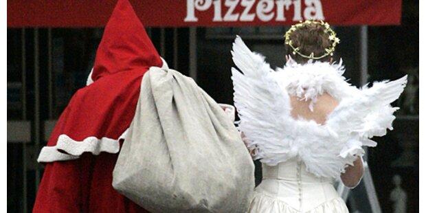 Weihnachtsmann-Grapscherin zu Haft verurteilt