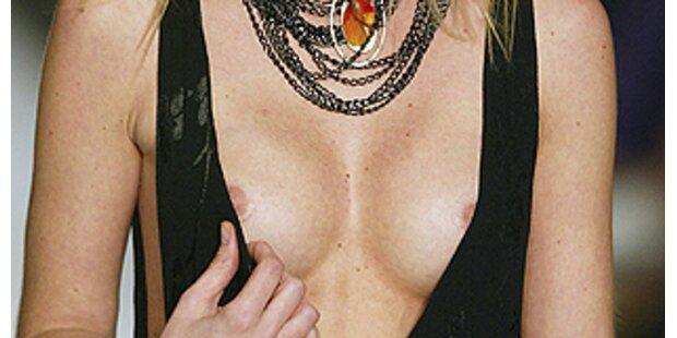 Amazonen zeigten Brüste und Männer lieben Maria