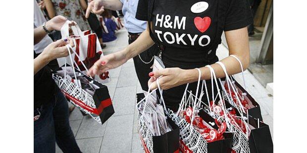 2000 Menschen versuchten H&M zu stürmen