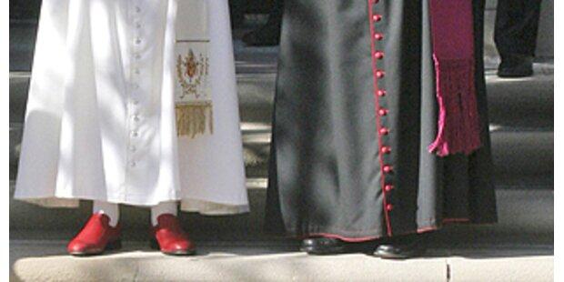 Prada trägt den Papst nach Amerika