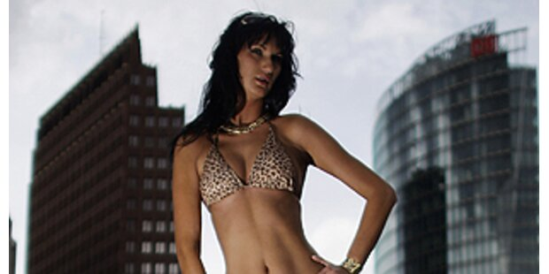 Bikini-Riesin stand am Potsdamer Platz