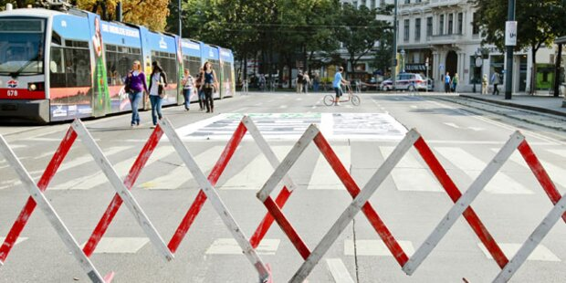 Aktivistinnen besetzten Wiener Ringstraße