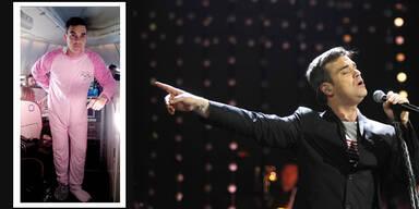 Robbie Williams trägt rosa Babystrampler