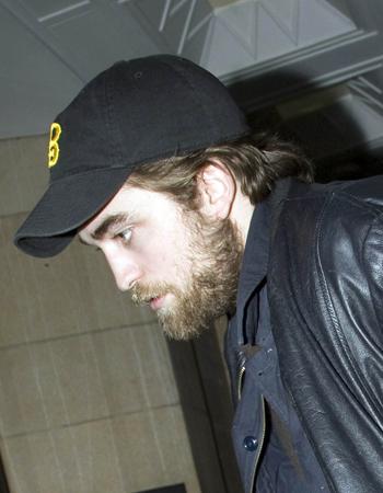 Robert Pattinson mit Bart
