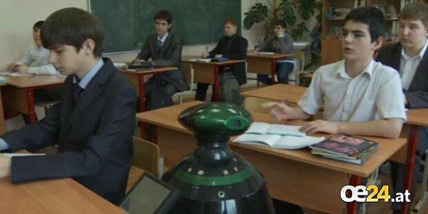 Roboter geht für Bub in die Schule