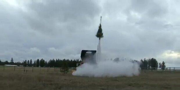 Raketenweihnachtsbaum startet in die Lüfte