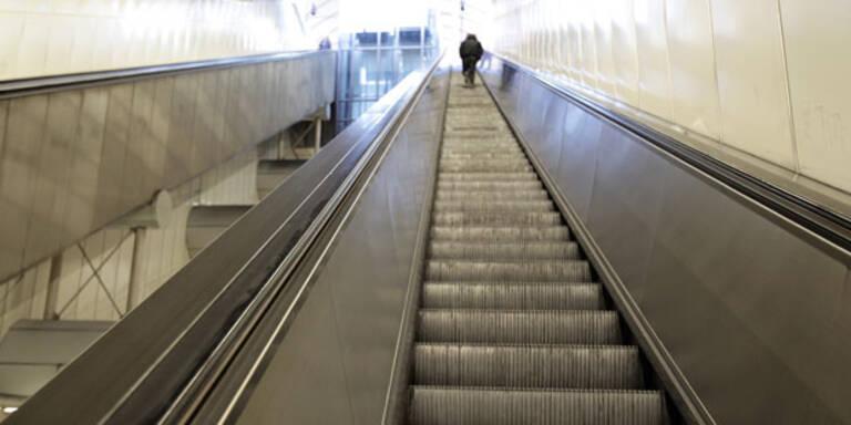 Mädchen stürzt in Wien sechs Meter von Rolltreppe