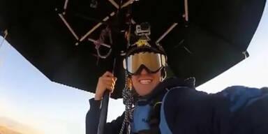 Erik Roner: Basejump mit Regenschirm