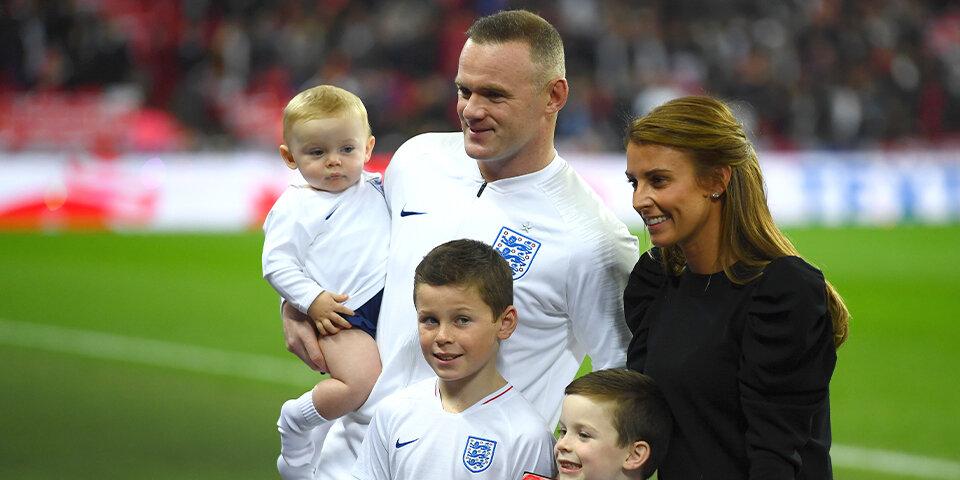 Kai Rooney (11) en el medio.
