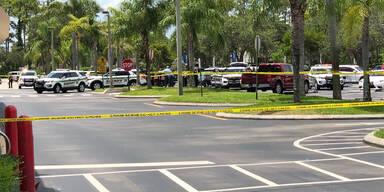 Mann erschießt Frau und Kind in Supermarkt