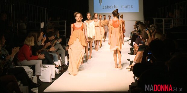Die Fashion Show von Rebekka Ruetz