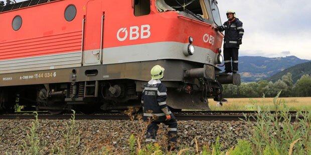 Südbahnstrecke gesperrt: Burschen warfen Rad auf Gleise