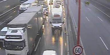 Mega-Stau nach Unfall auf der Südost Autobahn