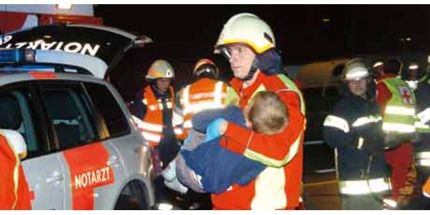 Unfall mit 7 Verletzten legt A1 lahm