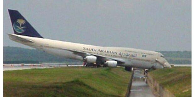 Feuer in Jumbo auf Airport Dhaka - 50 Verletzte