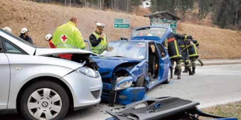 Schwerer Crash wegen Niesanfall im Auto