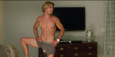Hemsworth: Video zeigt Sixpack und XXL-Penis