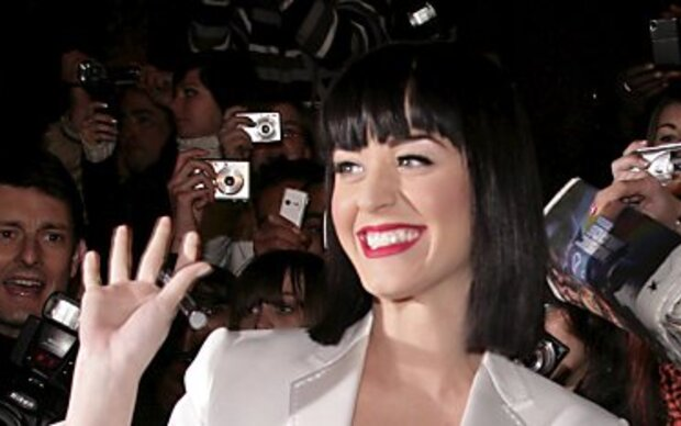 Katy Perry macht Werbung für Akne-Creme