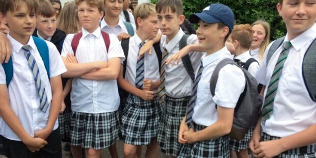 Darum tragen diese Schüler jetzt Röcke