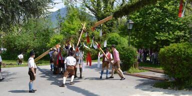 Kopie von Maibaumaufstellen in Salzburg