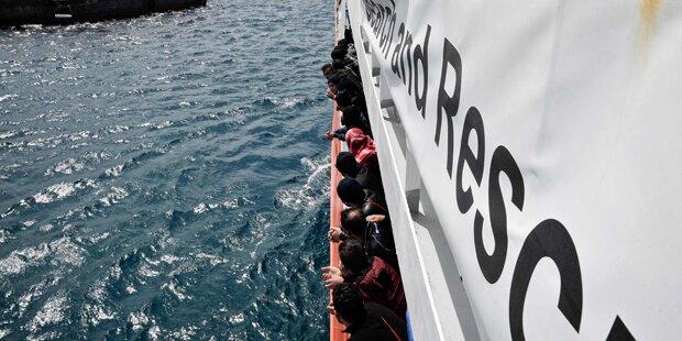 Rund 600 Flüchtlinge setzen von der Türkei nach Griechenland über
