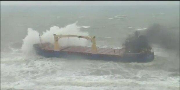Türkische Küste: Schiff sinkt in Sturmflut