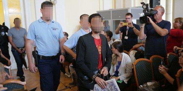A4-Drama: Schlepperboss lacht vor Gericht