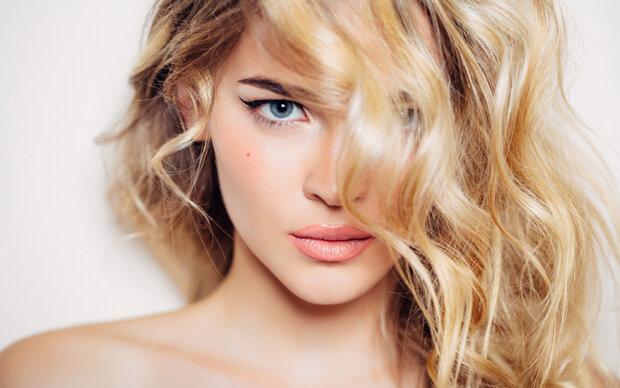 7 Dinge, die Frauen mit tollen Haaren tun