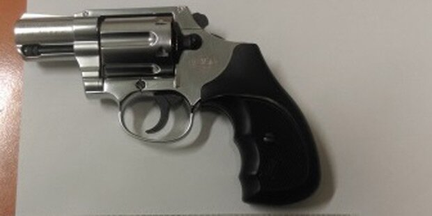 Betrunkener bedrohte Nachbarn mit Revolver