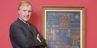 Albertina-Direktor Klaus A. Schröder vor einem Werk von Paul Klee.