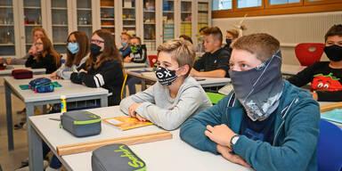 Schulstart in Österreich: Wirbel um volle Klassen und Tests