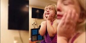 Süßes Mädchen weint weil sie hübsch ist