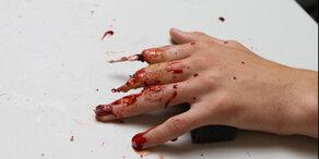 Last Minute: Halloween-Hände in nur wenigen Minuten