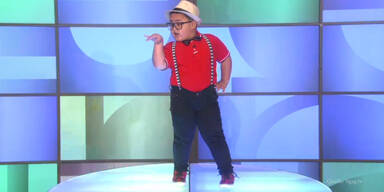 Dickes Kind macht irre Tanzeinlage!