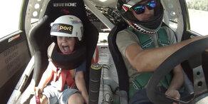 Kleiner Junge fährt irren Stunt!