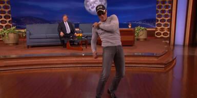 Van Damme performt Conan-Tanz