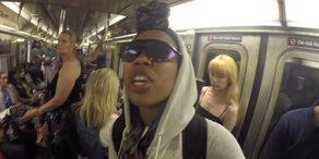 R&B Superstar blamiert sich in U-Bahn