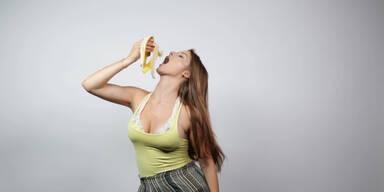 So isst man eine Banane richtig