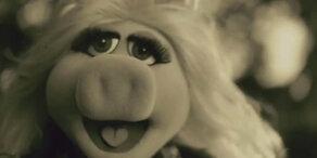 Miss Piggy parodiert Adele
