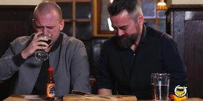 Diese Männer scheitern an schärfster Chillischote der Welt