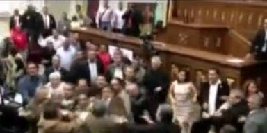 Venezuela: Schlägerei im Parlament