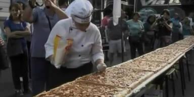 Argentinier backen 303 Meter langen Apfelkuchen